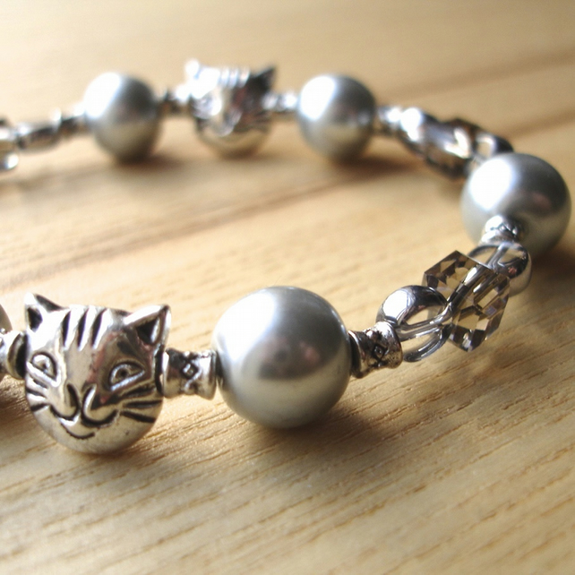 Silver Kitty Cat Bead Bracelet