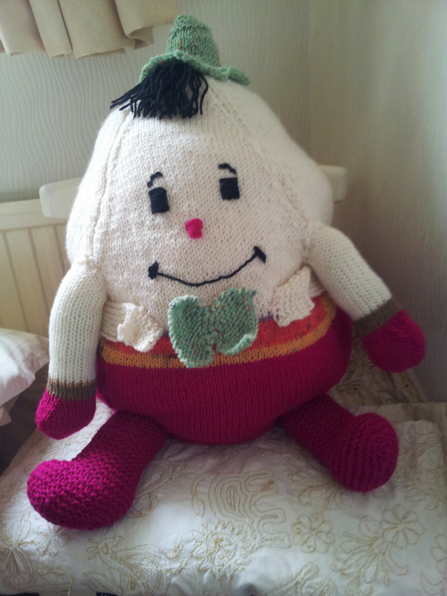 Knitting Pattern For Humpty Dumpty : Large Knitted Humpty Dumpty - Folksy