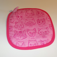 Oven mitt with cat faces print