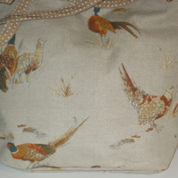 Shoulder tote bag with pheasants
