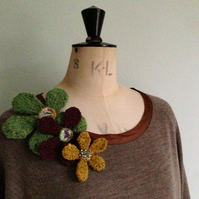 Hand Knit Flower Brooch Gift Kit Green, Plum and Yellow