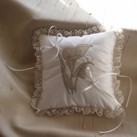 Calla Lily Ring Cushion