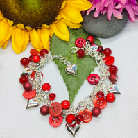 Red eyecatching button and bead bracelet