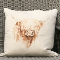 Highland cow cushion. Cow scatter pillow. Free Uk P &P. Linen and wool cushion.