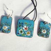 Floral enamelled pendant and earrings set