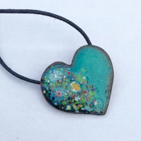 DAINTY ENAMELLED COPPER HEART NECKLACE WITH FLORAL DESIGN