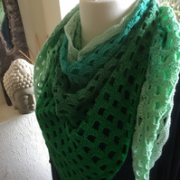 Happy-Swirl-Graduating-Green-Traingular-Shawl-Stole