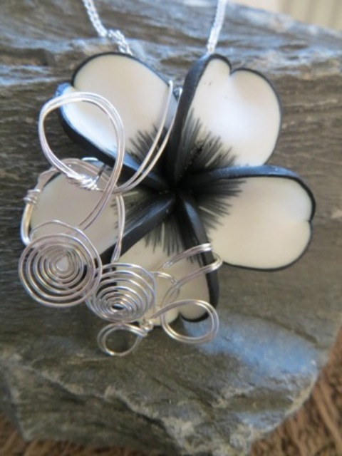 Large Aromatherapy Pendant Black and White (5)