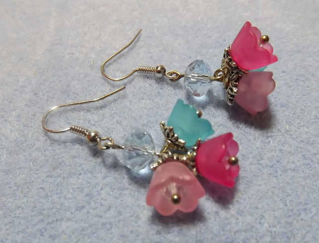 Spring Flowers Cluster Beaded Earrings. Lucite Beaded Earrings in Pink and Blue