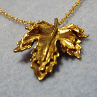 Frilly Brassy Gold Plate Maple Leaf Charm Necklace (2)