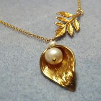 Calla Lily, Cultured Pearl and Leaf 14K Matt Gold Plate Charm Necklace (30)
