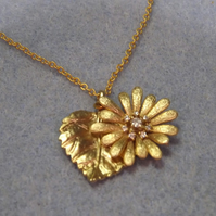 Diasy and Leaf Charm Necklace (44)