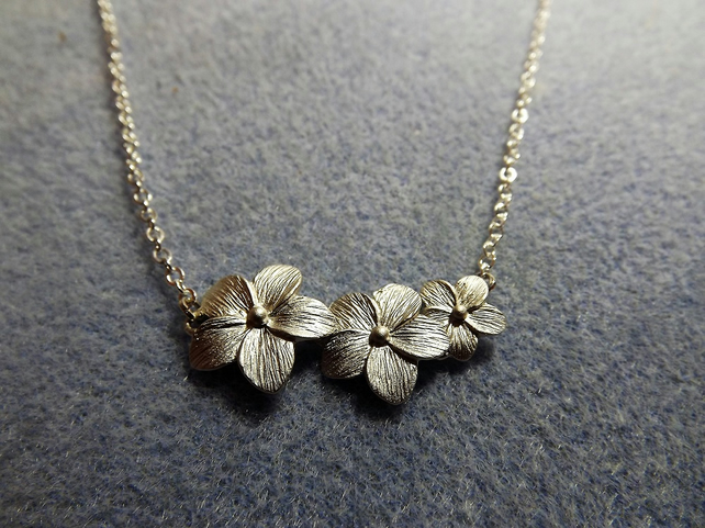 Triple Daisy Charm Necklace (Style 13)