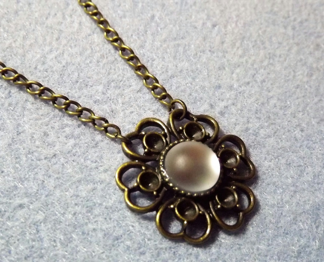 White frosted Glass Cabochon Necklace in a Lace Daisy Cameo Base (Style np)