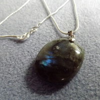 Labradorite Gemstone Necklace Pendant (Style 19NP)