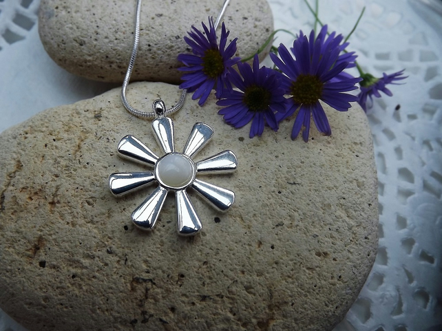 Sunflower White Mother of Pearl Cabbochon Silver Plate Necklace (Style 43)