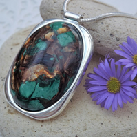 Green Malachite and Bronzite gemstone Cabochon Necklace. Silver Plate (Style 50)