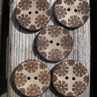 5 Flower Pattern Coconut Shell Buttons (28mm)