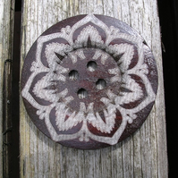 1 Wooden Large 60mm Bold Flower Pattern Button