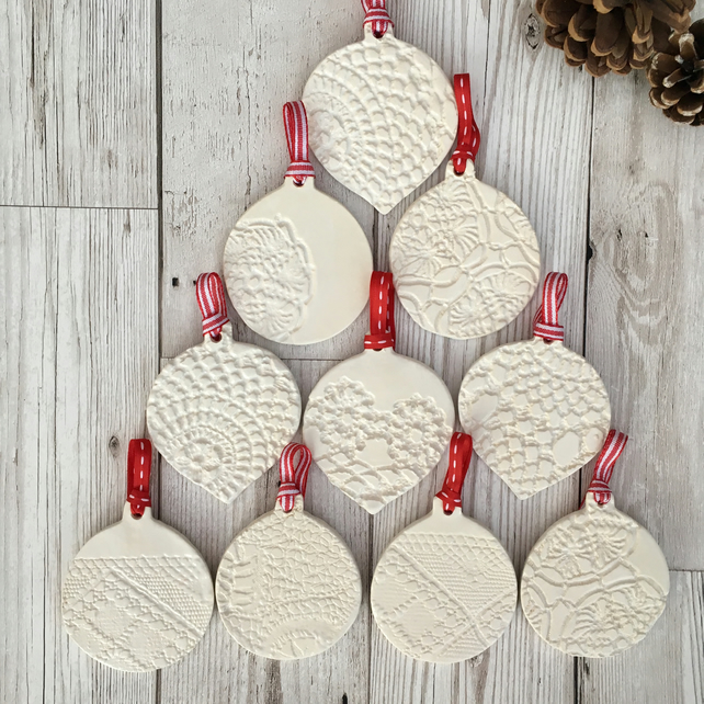 Christmas decorations pack of 5 ceramic baubles