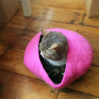 Handmade Felt Cat Cave - Pink and Grey - S