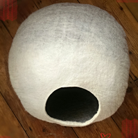 S - Handmade Felt Cat Cave - Grey and White