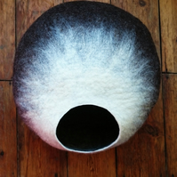 L - Handmade felt Cat Cave - The Mochaccino