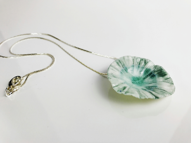 Green Seashell Porcelain Necklace