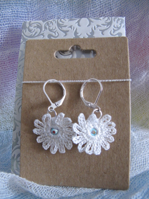 Vintage Crochet Cotton Daisy Earrings (White)