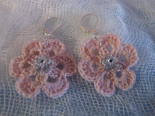 Crochet Flower Earrings (Pink)