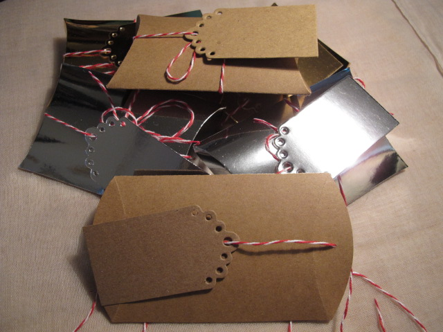 Pack of 6 Pillow Boxes, with Tags. Kraft, Gold and Silver.