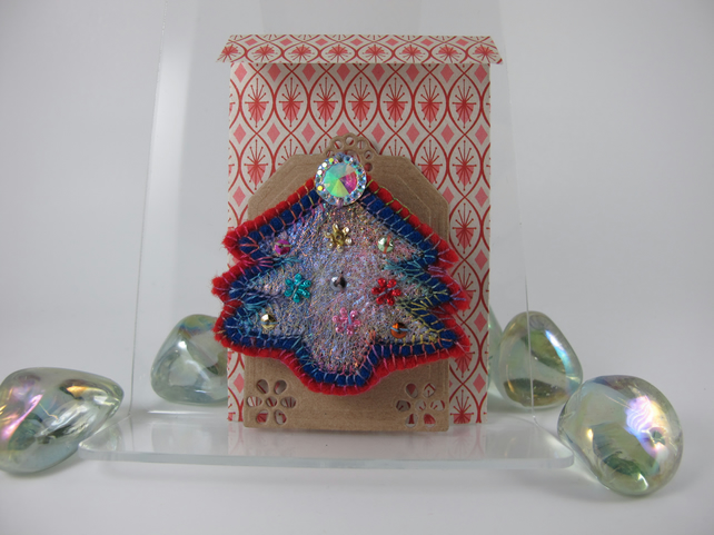 Red and Blue Decorated Christmas Tree Brooch. Free Postage. Gift Wrapped.
