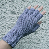 Lavender fingerless gloves