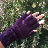 Plum fingerless gloves