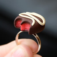 Chocolate Fondant ring (strawberry)