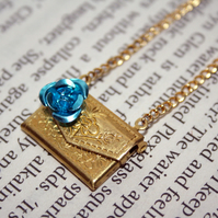 Envelope charm necklace (gold/blue)