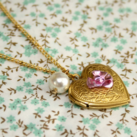 Vintage Gold Heart Locket necklace, FREE DELIVERY