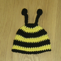 Cute BUZZY BEE Baby BEANIE Crochet Hat , Photo Prop ( 0 - 3 months )