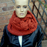 PRETTY RUSTIC PATTERNED CROCHETED INFINITY CIRCLE SCARF WITH ROSES - RUSTY SHADE