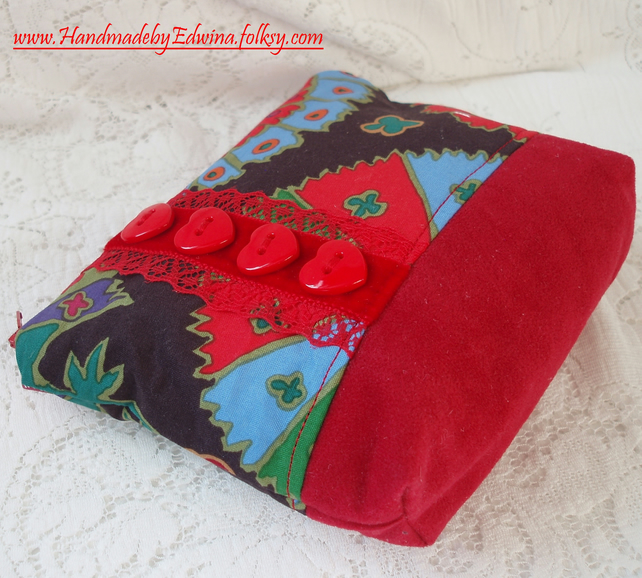 Red buttons cosmetic purse