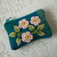 Purse with floral appliqué