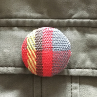 Handwoven brooch red