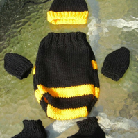 Hand knitted bumble bee set 0-3 months