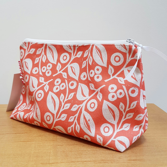 'Lucy' cosmetic bag in Coral