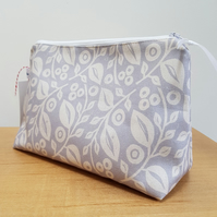 'Lucy' cosmetic bag in grey REDUCED PRICE!