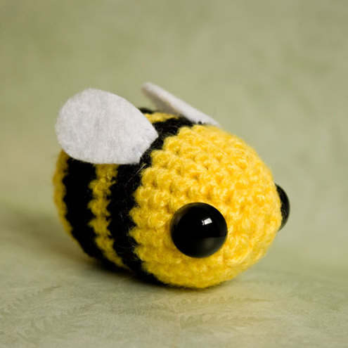 173 Crochet Pattern - Girl Doll in a Bumblebee outfit - Amigurumi ... | 495x495