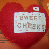 'Sweet Cheeks' Felt Heart Brooch.