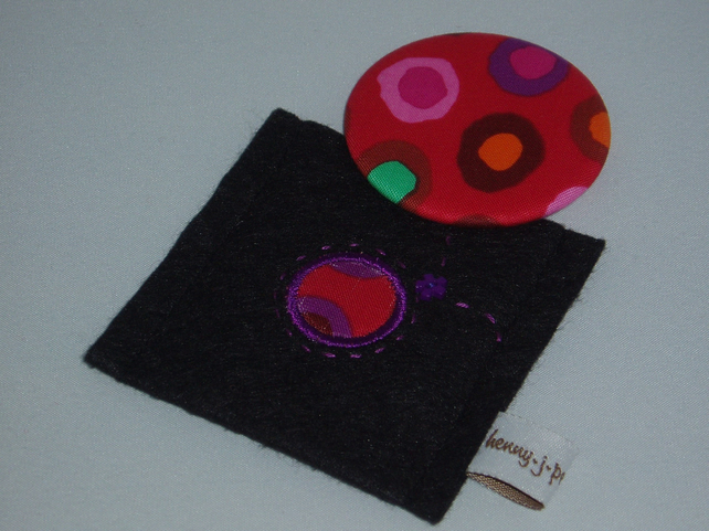 Pocket mirror and felt case