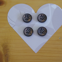Four dark wooden flower buttons