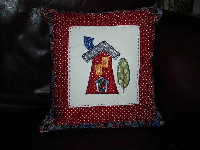 Applique house cushion cover